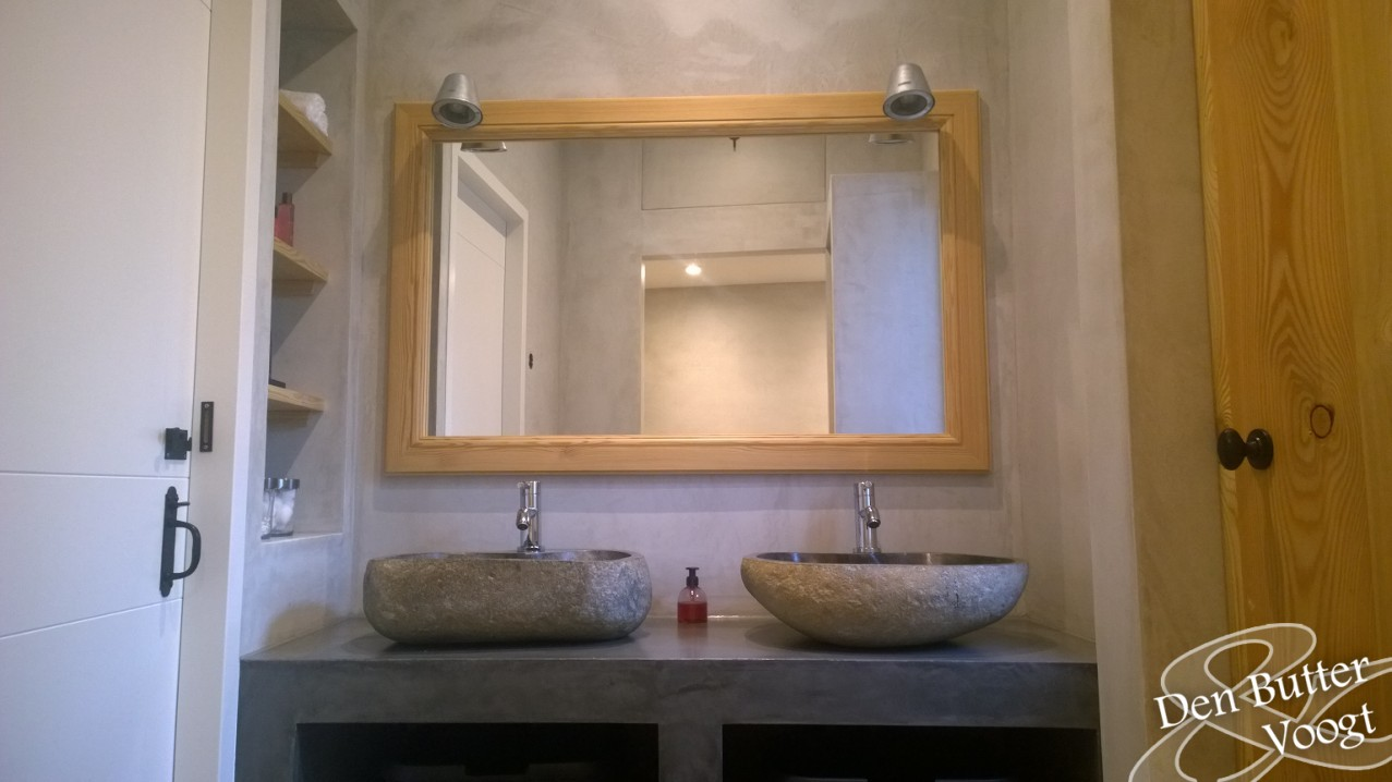 Badkamer Met Betonstuc : Badkamer met betonstuc en rivierkeien den butter voogt