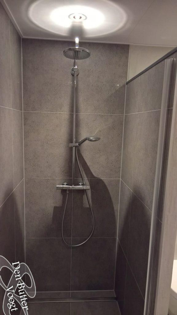 Nieuwe badkamer en toilet in sliedrecht den butter voogt - Badkamer betegelde vloer ...